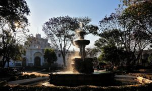 antigua-guatemala-fuentes-parque-central