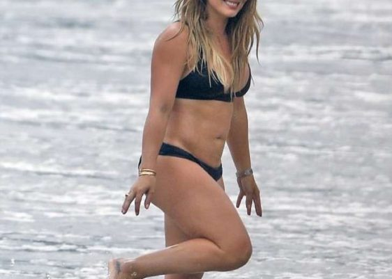 Hilary Duff-Lizzie McGuire-Malibú-bikini