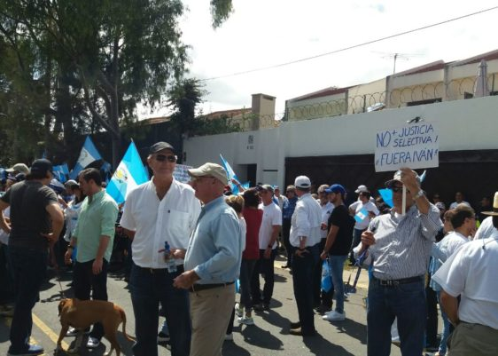 Protesta frente a la CICIG 1
