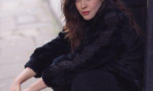Ana Carbajal, modelo, plus size, XL, total black look, moda, talla extra, curvy, retrato