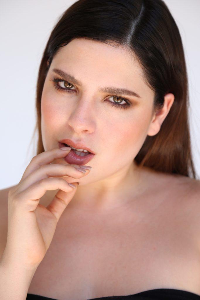 Ana Carbajal, modelo, plus size, retrato, uñas, moda, curvy, influencer
