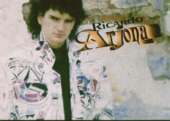 Ricardo_Arjona-Jesus_Verbo_No_Sustantivo-papel-crepé