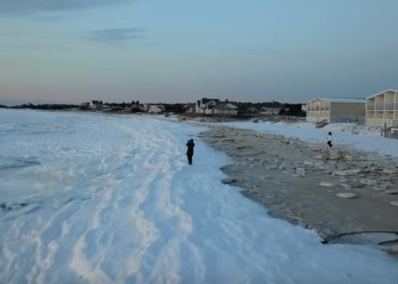 océano congelado-mar-frío-Old Silver Beach-Massachusetts