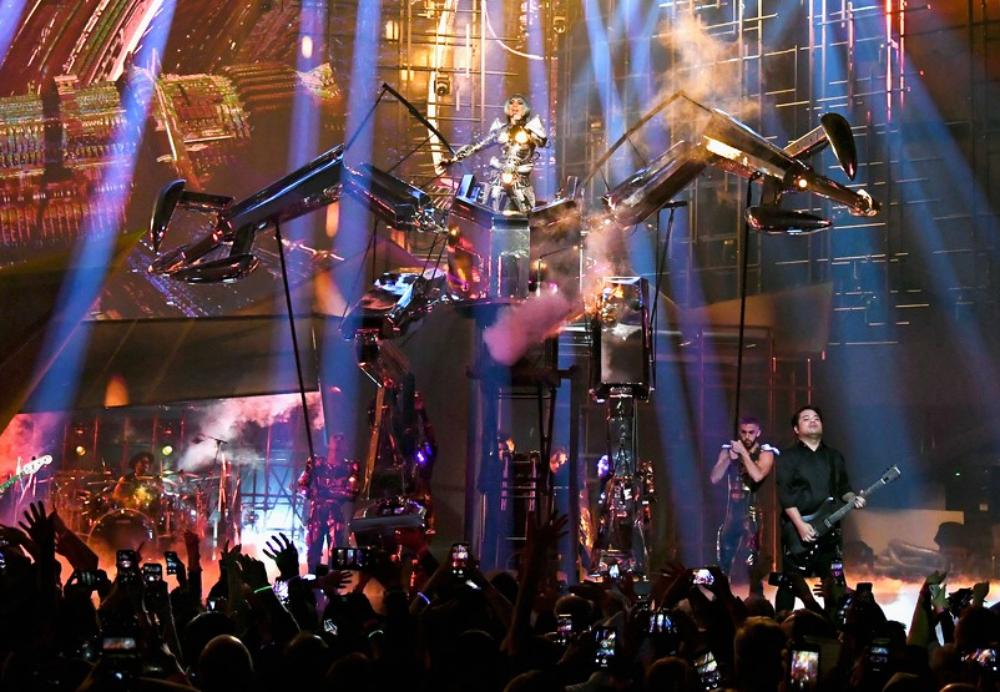 Dedica Lady Gaga canción a Celine Dion
