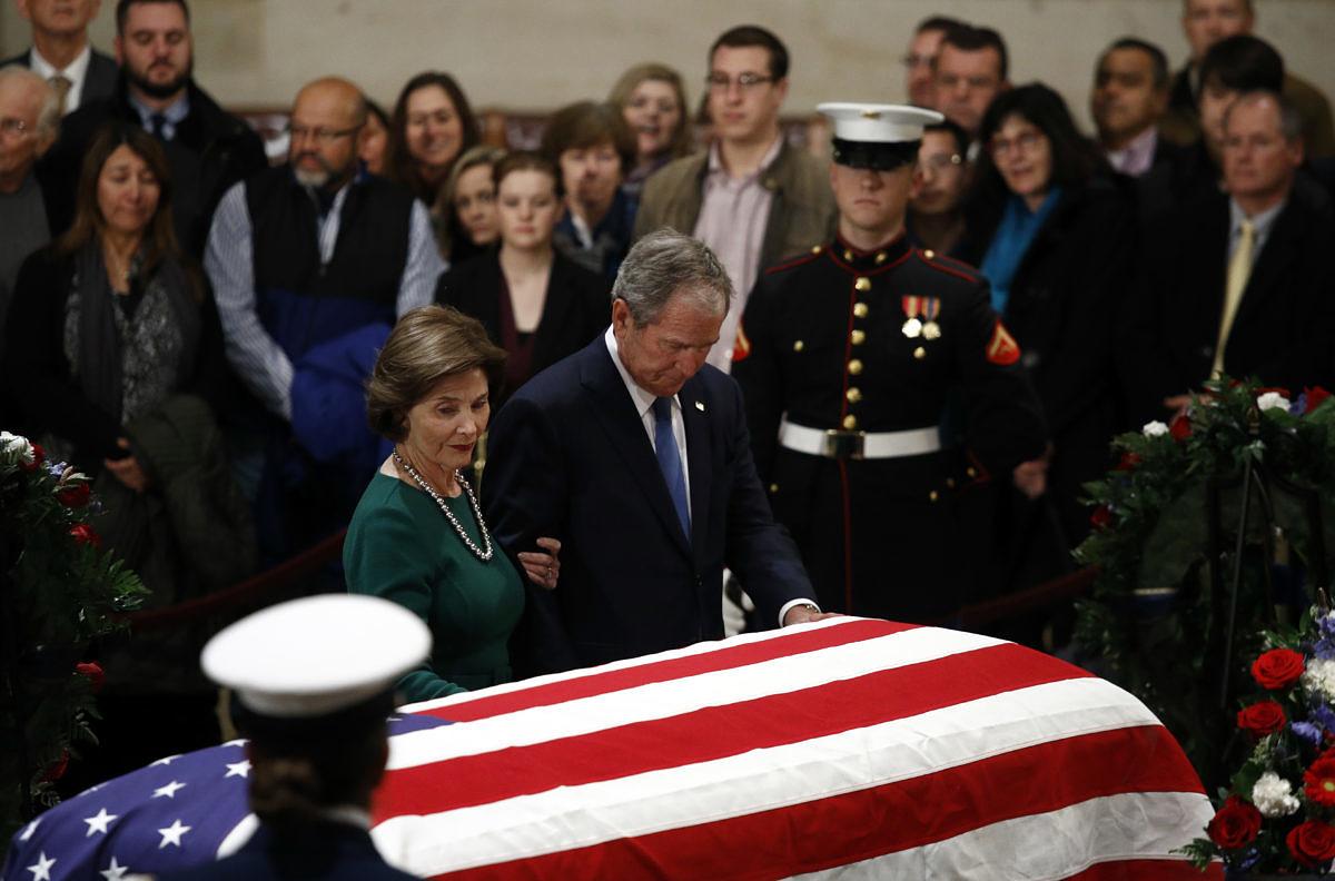 Trump y los 4 expresidentes vivos de EEUU dan el último adiós a George H. W. Bush