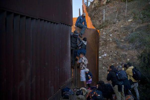 Lluvia, frío y pobreza los enemigos de los migrantes en Tijuana