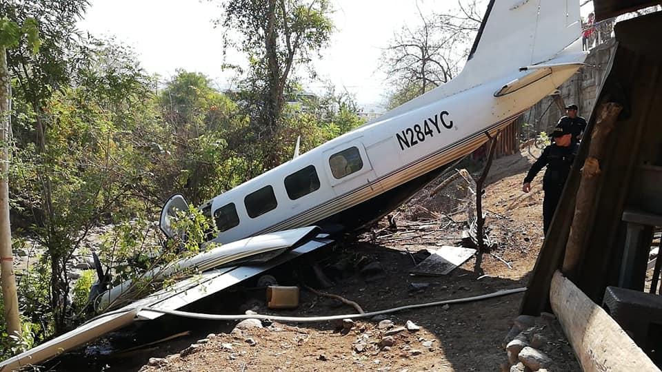 Investigan avioneta accidentada y abandonada con $40 mil en Guatemala